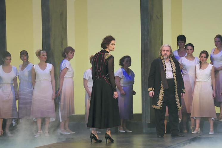 Médée et Créon sur scène
